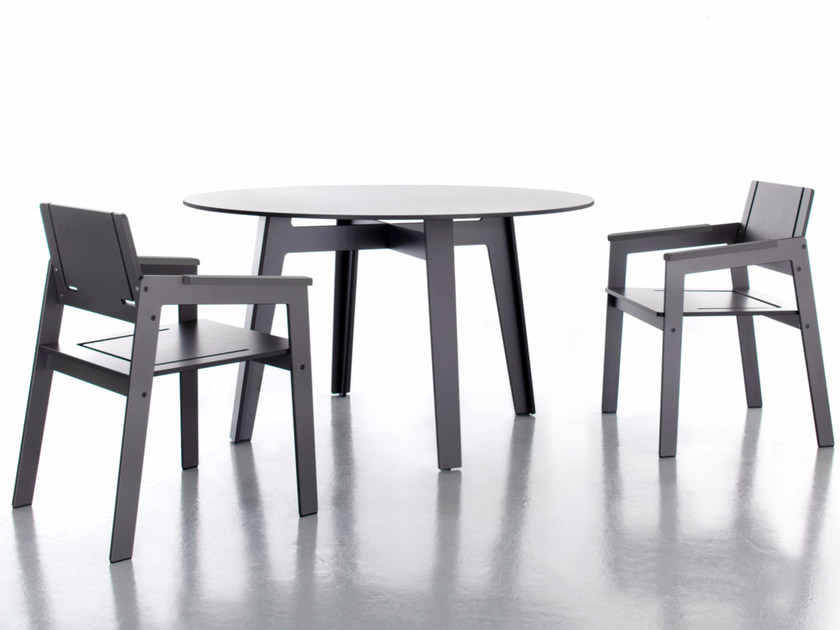Round HPL dining table JIG | Round table - conmoto by Lions at Work