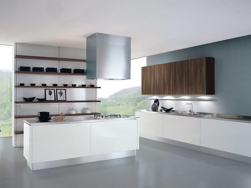 Cucina componibile laccata con isola TOUCH | Cucina con isola by Oikos Cucine