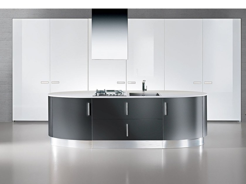 Lacquered fitted kitchen with handles ELLISSE | Kitchen with island - Oikos Cucine