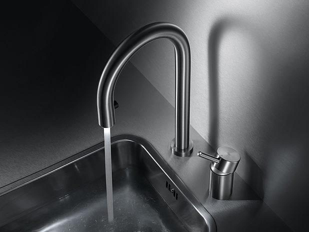 Miscelatore da cucina a due fori da piano in acciaio inox con doccetta estraibile KWC INOX | Miscelatore da cucina a due fori - Franke Water Systems AG, KWC