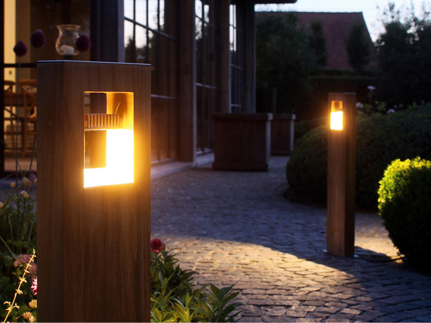 Paletto luminoso da giardino in teak LOG - ROYAL BOTANIA