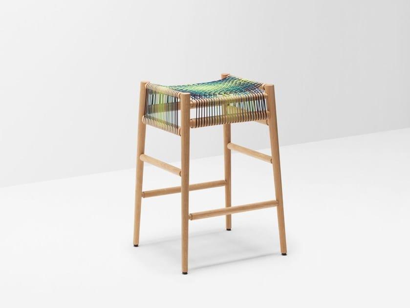 Sgabello alto da bar in legno massello LOOM BY PTOLEMY MANN | Sgabello alto - H Furniture
