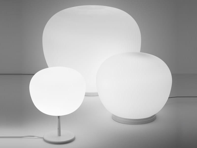 Lampada da tavolo in vetro lumi mochi lampada da tavolo for Lumi da tavolo classici