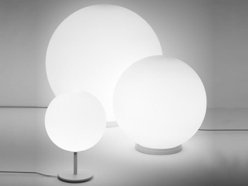 Lampada da tavolo in vetro lumi sfera lampada da tavolo for Lumi da tavolo classici