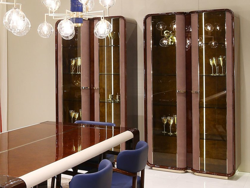 Wood and glass display cabinet MADISON | Display cabinet by Turri