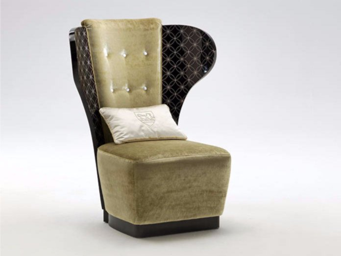 Tufted upholstered fabric wingchair LINDA by Rozzoni