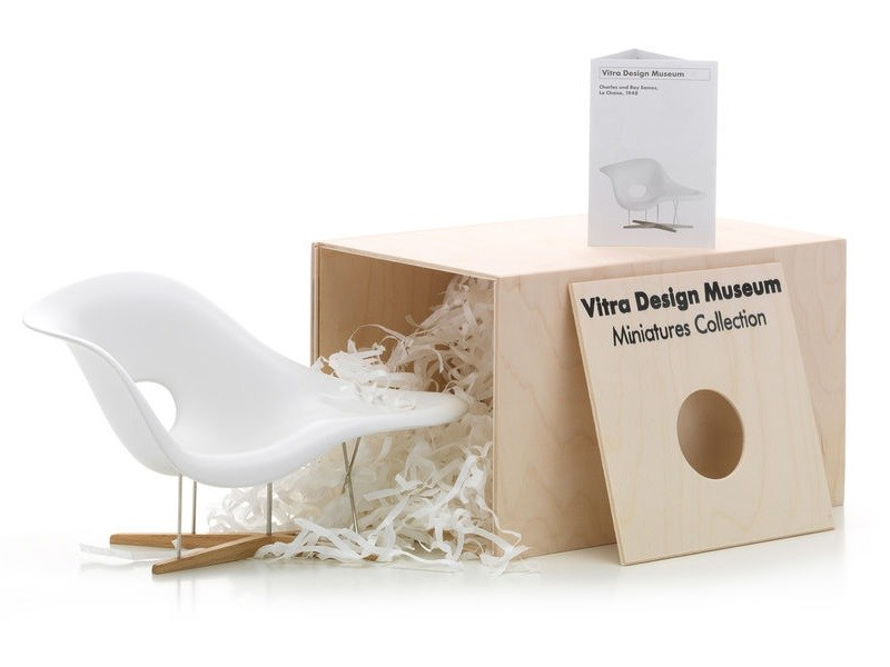 soprammobile miniatures la chaise collezione miniatures collection by vitra design charles ray. Black Bedroom Furniture Sets. Home Design Ideas