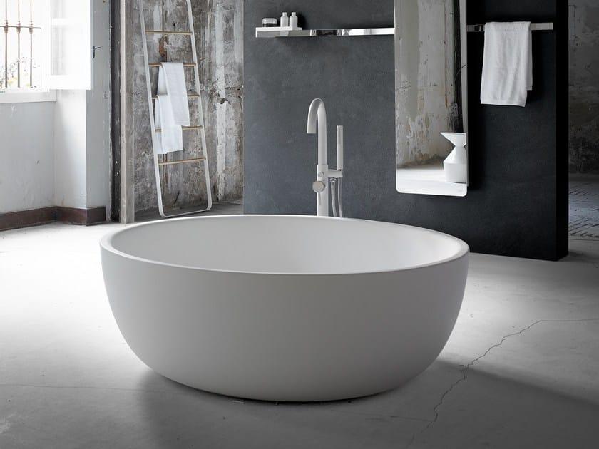 Vasca da bagno centro stanza ovale in solid surface moon inbani - Vasca da bagno ovale ...
