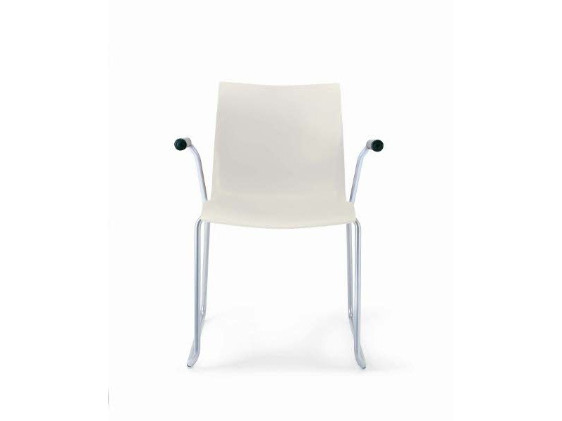 Sled base chair with armrests NAMI S0107 B by Segis
