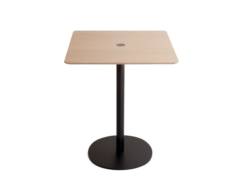 Square wooden contract table NÚCLEO | Square table by Punt