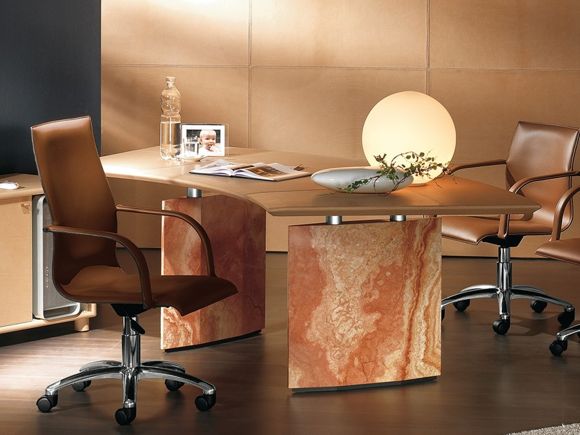 Tanned leather executive desk EPICO | Office desk by Polflex