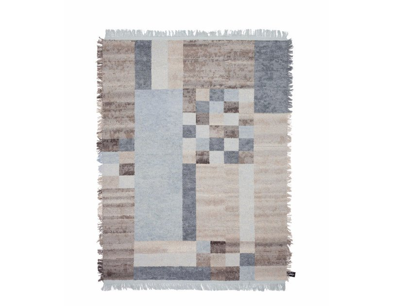 Handmade custom rug OLDIE ELEMENT CUBO by cc-tapis