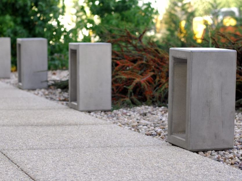Concrete bollard OUTLINE | Bollard - SIT