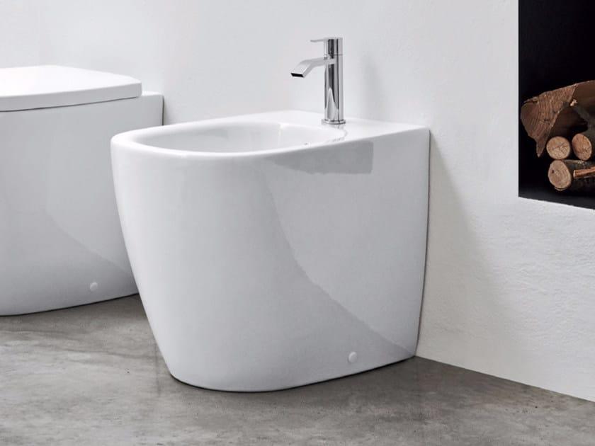 Floor mounted ceramic bidet OVVIO   Floor mounted bidet by Nic Design
