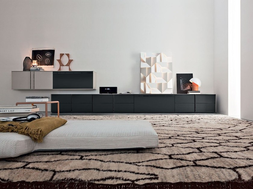 Sectional storage wall PASS-WORD | Wooden storage wall by Molteni