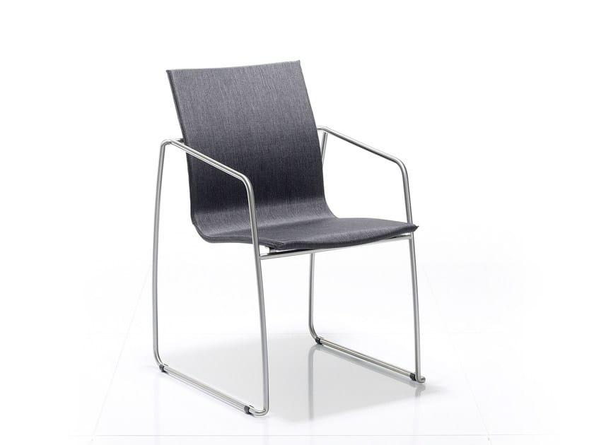Sedia a slitta impilabile con braccioli PENTHOUSE | Sedia a slitta - solpuri