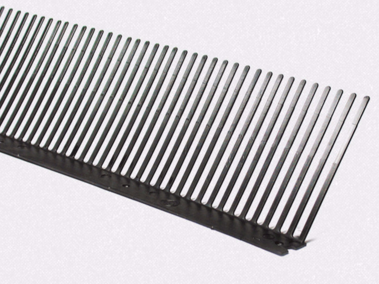 Accessory for roof VENTILATED BIRD DISSUADER MESH COMB by HAROBAU