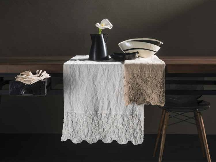 Linen Table runner PRIMULA | Table runner - LA FABBRICA DEL LINO by Bergianti & Pagliani
