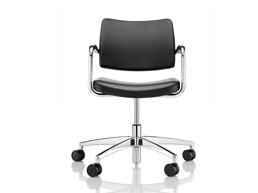 Leather chair with 5-spoke base with armrests with casters PRO | Chair with casters - Boss Design