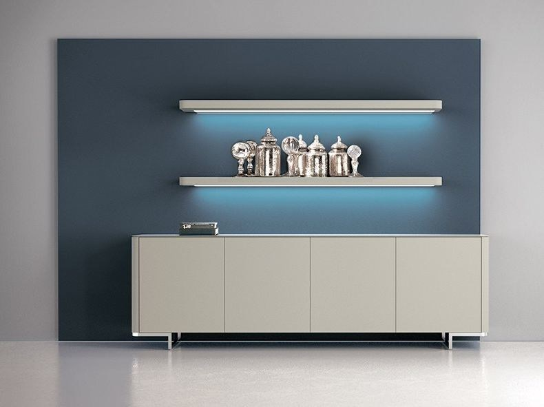 Wall-mounted lacquered storage wall with integrated lighting LALTROGIORNO 835 by TUMIDEI