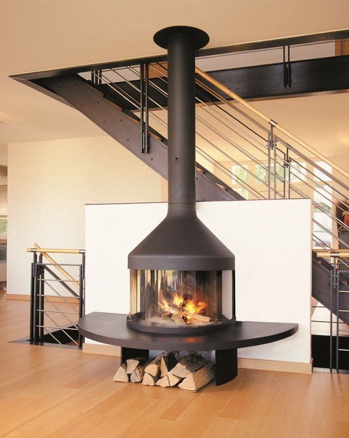 Wall-mounted closed fireplace with panoramic glass OPTIFOCUS by Focus creation