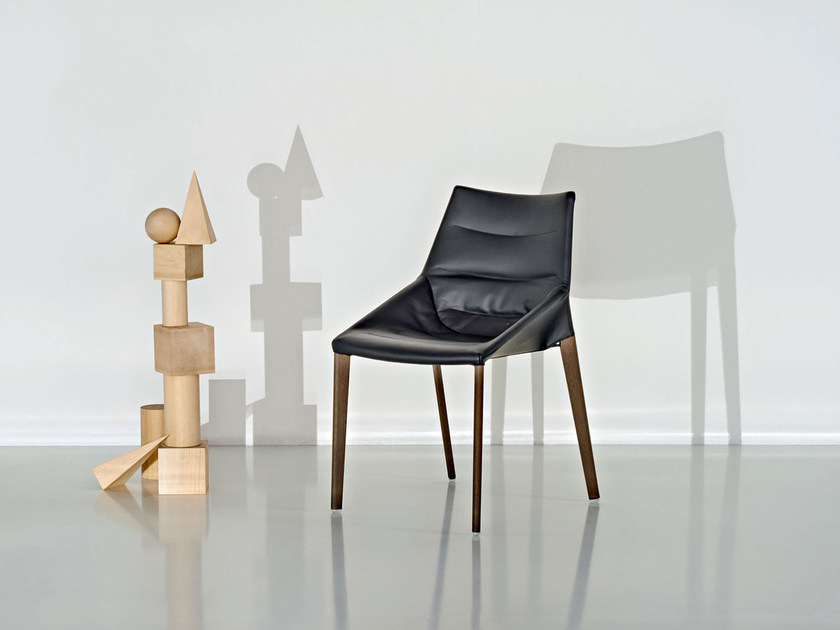 Ergonomic upholstered leather chair OUTLINE | Leather chair - MOLTENI & C.