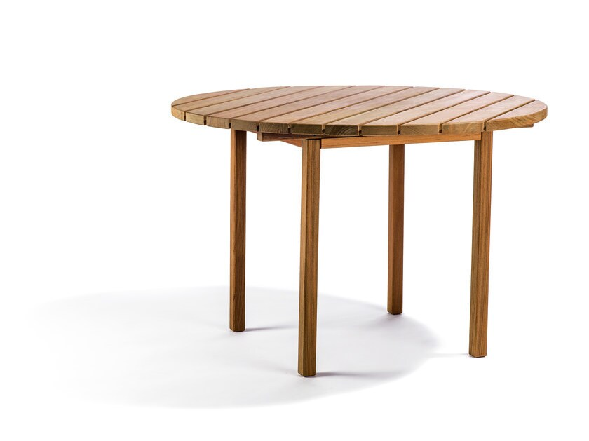 Round teak garden table DJURÖ | Round garden table by Skargaarden