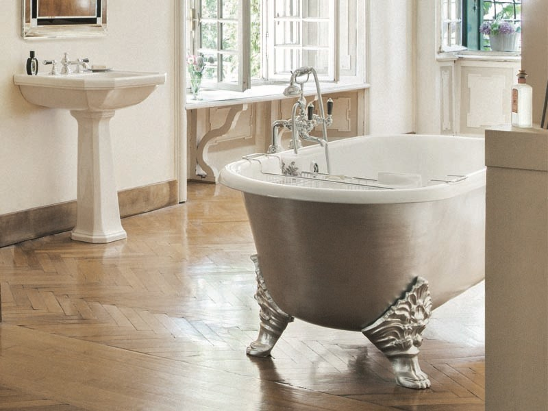 Freestanding silver leaf bathtub on legs CARLTON SILVER - GENTRY HOME