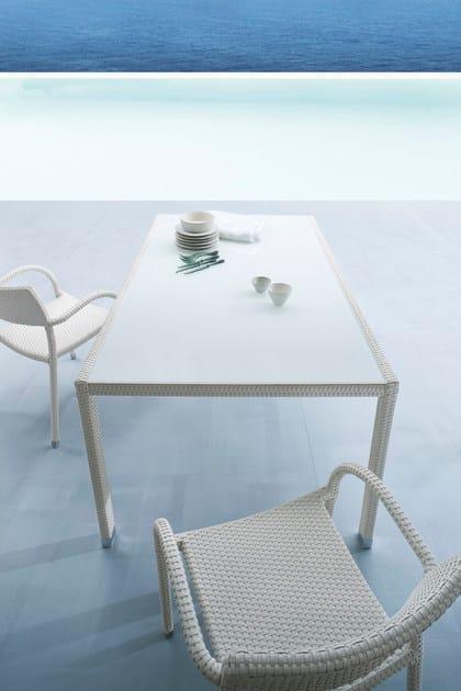 Papaya tavolo da giardino in alluminio e vetro by roberti rattan design studio balutto associati - Tavolo in rattan da giardino ...