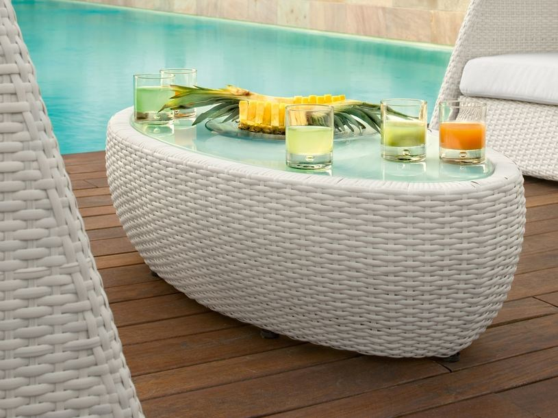 Low Oval glass and aluminium garden side table IGLOO | Garden side table - Roberti Rattan