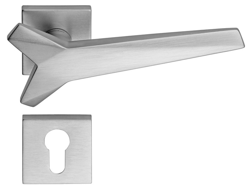 Chromed brass door handle on rose with lock STAR | Door handle with lock by LINEA CALI'
