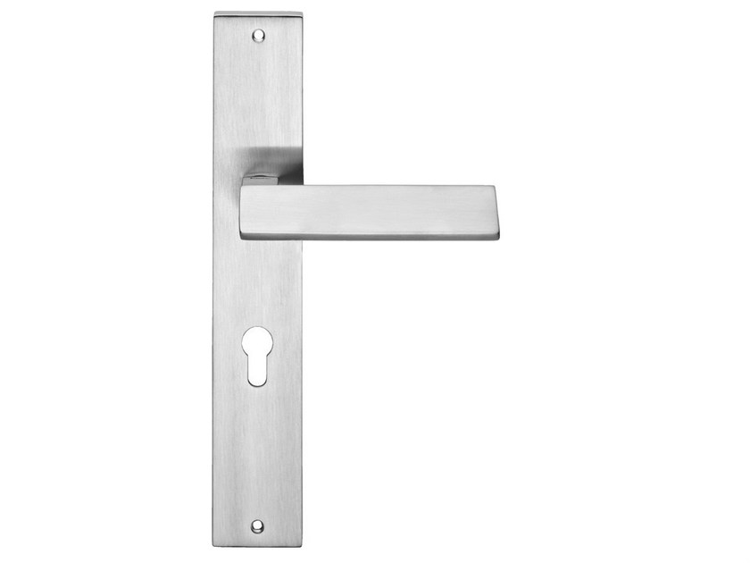 Chromed brass door handle on back plate RIFLESSO | Door handle on back plate by LINEA CALI'