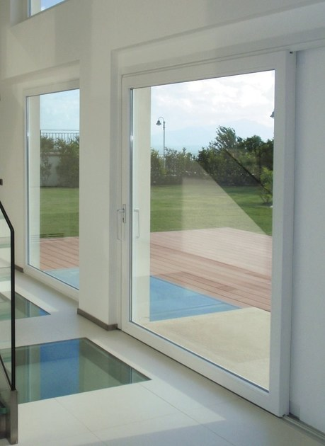 Porta finestra alzante scorrevole in pvc hst porta - Soglie per finestre moderne ...