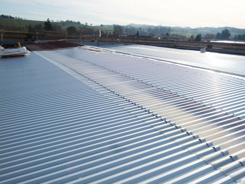Insulated metal panel for roof TOP 28® by CENTROMETAL