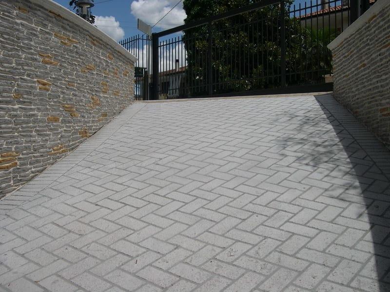 Pavimentazioni in cemento a basso spessore decotop spray for Pavimentos para exteriores