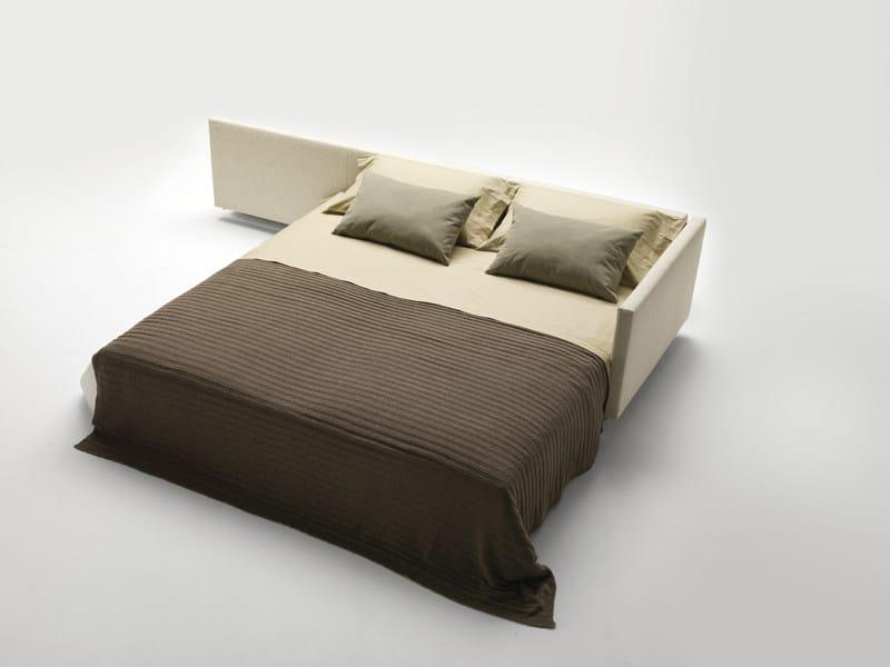 Divano letto con chaise longue dennis milano bedding for Divano letto milano