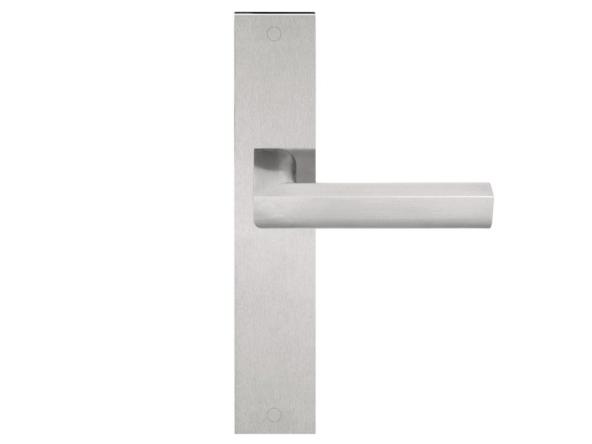 Stainless steel door handle on back plate TWO | Door handle on back plate by Formani