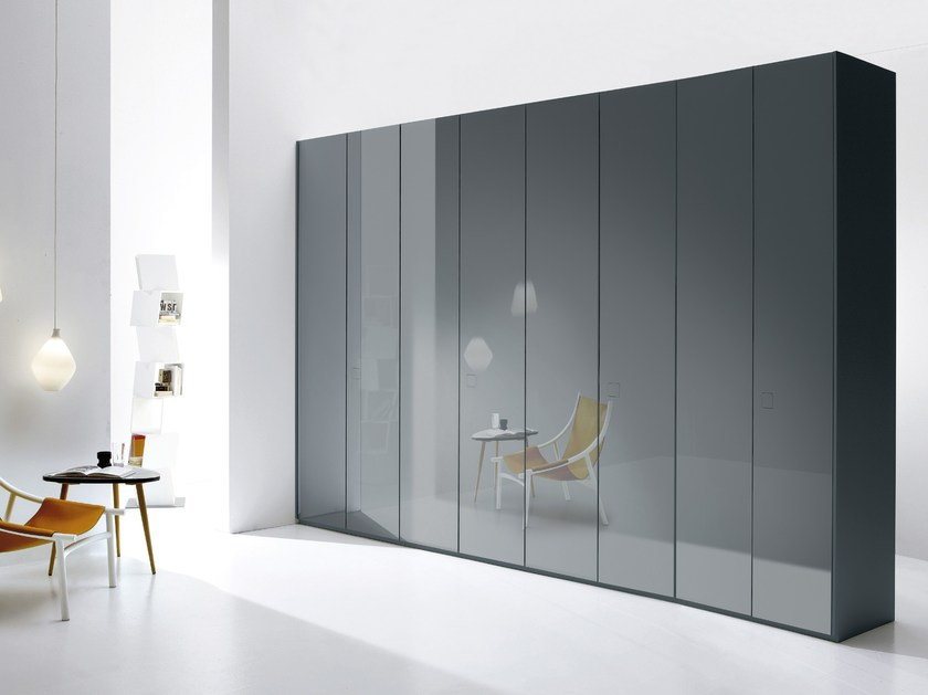 Wardrobe Atlante with Seventy hinged doors with grey glossy glass