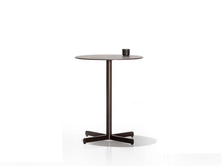 Round table with 4-star base SIT | Table with 4-star base by Bivaq