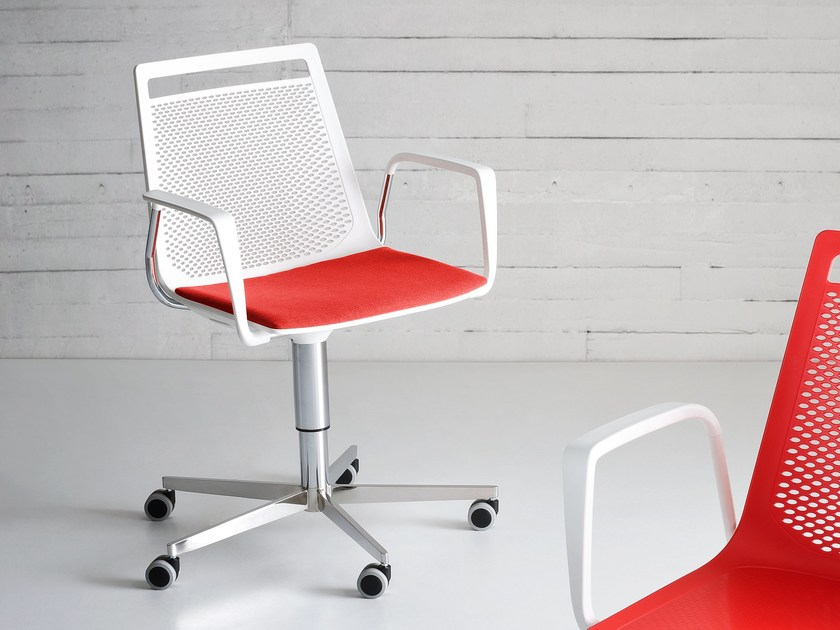 Swivel chair with 5-spoke base with casters AKAMI 5R by GABER