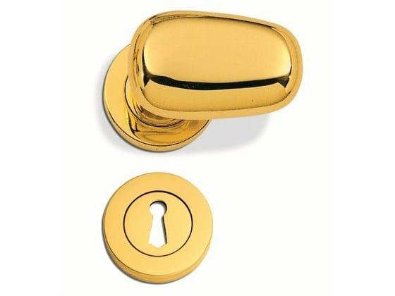 C09311 - Brass door-handle