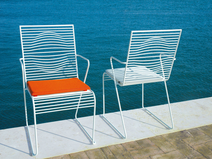 Sled base powder coated steel garden chair with armrests GRID | Garden chair with armrests - CIACCI