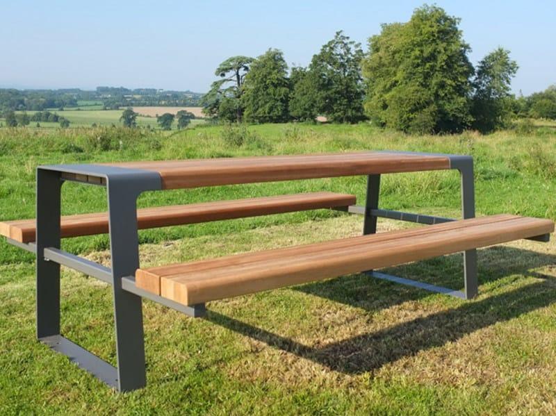 Tavolo per spazi pubblici in acciaio e legno con panchine for Table et banc pliant castorama