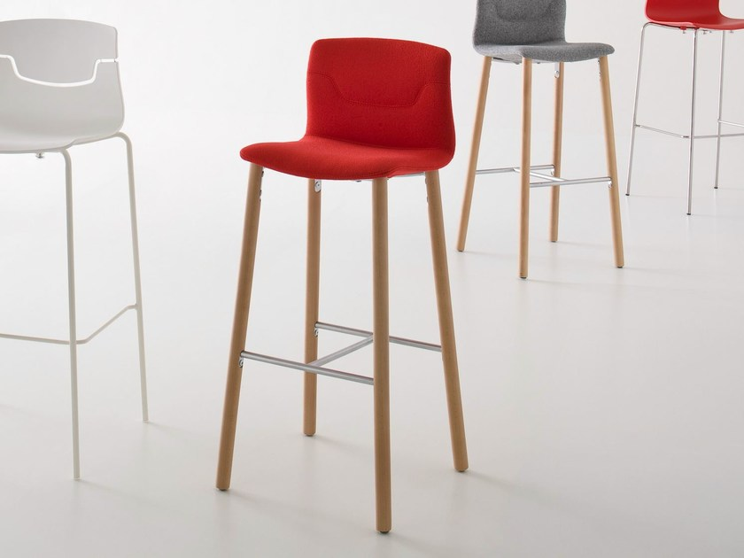 Upholstered stackable counter stool SLOT | Counter stool - GABER