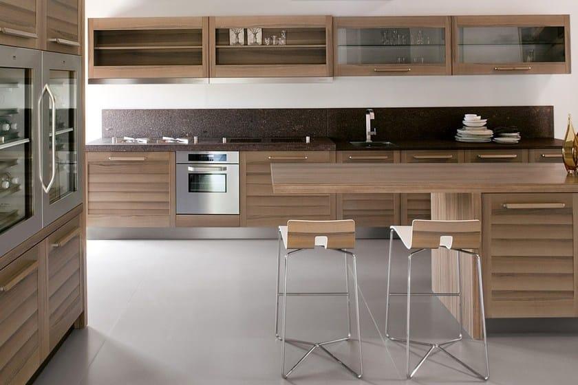 Cucina in legno impiallacciato con isola fiamma ged cucine - Cucine in legno con isola ...