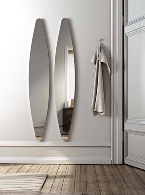 Oval wall-mounted mirror DIOSCURI - RIFLESSI
