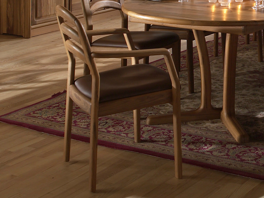 Wooden chair with armrests 1599A | Chair with armrests by Dyrlund