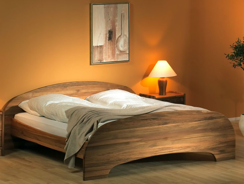 Wooden bed 1532E | Bed by Dyrlund