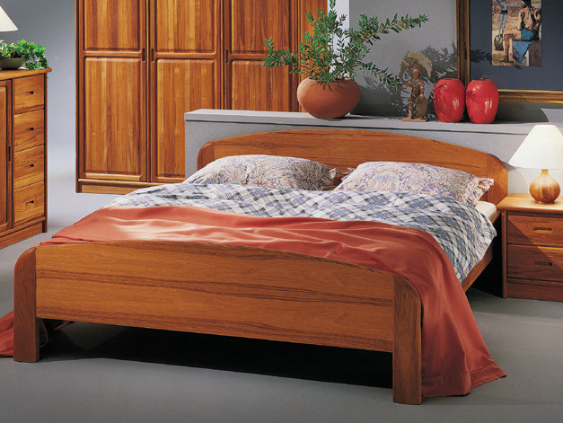 Wooden double bed 1332E | Bed - Dyrlund