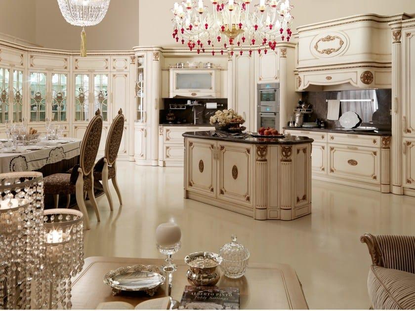 Cucina in stile classico con isola immagina by martini mobili for Mobili stile classico prezzi